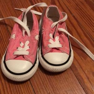 Excellent condition Toddlers size 5 Converse